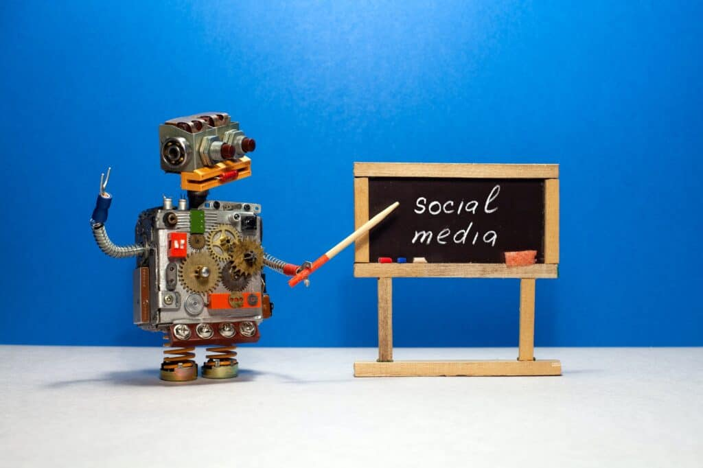 Robot professor explains the essence of the concept of social media. auto posting robot for instagram and facebook